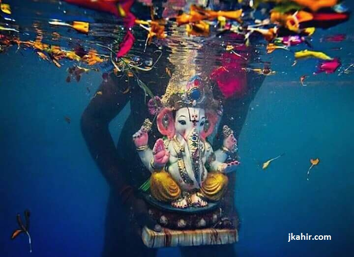 Awesome Pic Of Ganpati Visarjan Underwater
