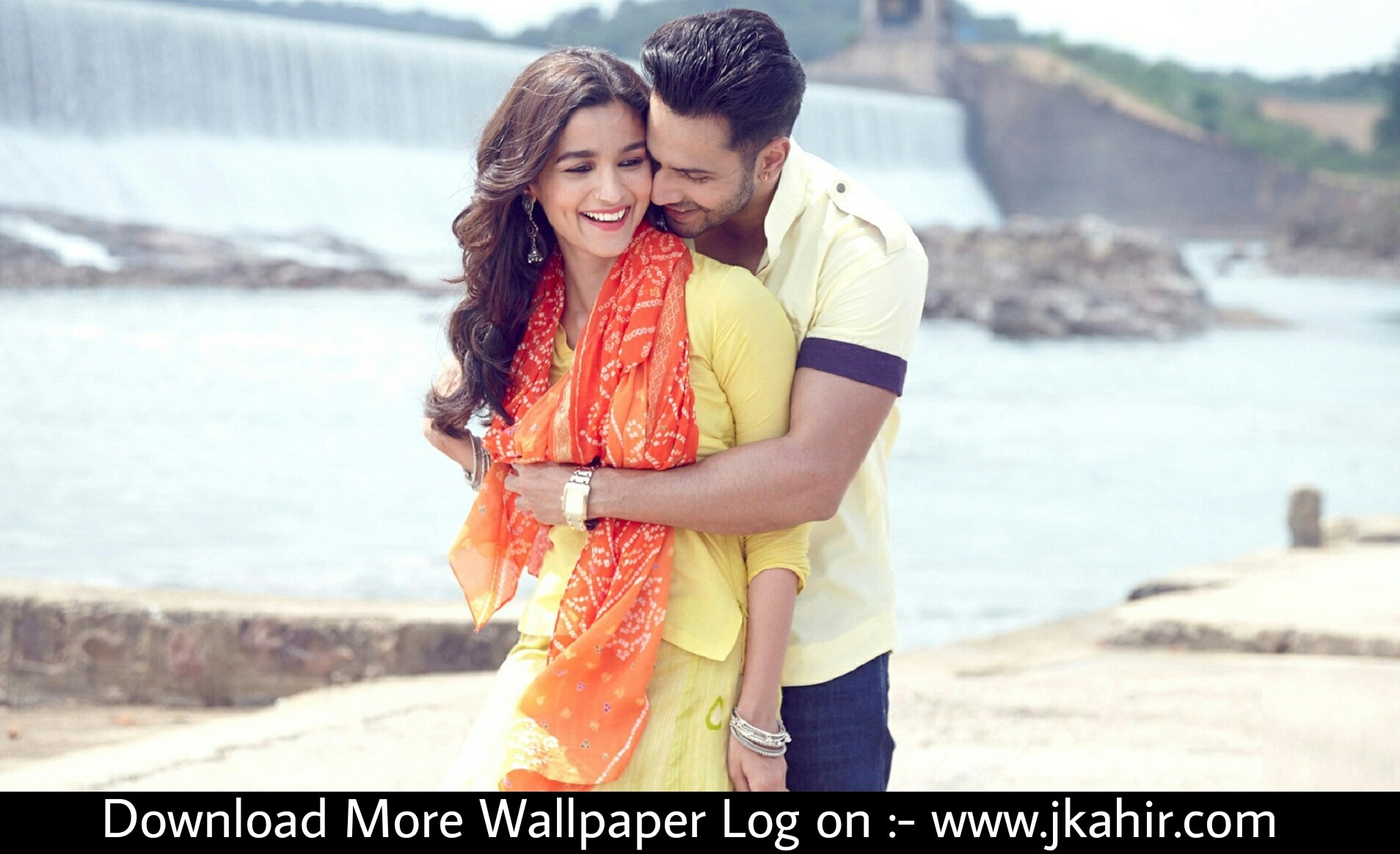 Alia Bhatt And Varun Dhawan Hugs Romantic Looks